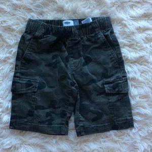 5/$25 camo army cargo shorts boys small (6-7)